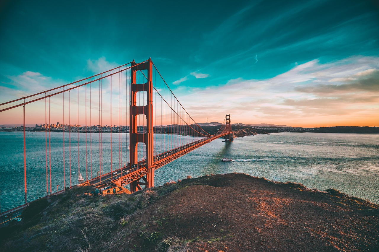 The stunning Golden Gate Bridge in San Francisco is one of the top beautiful places to visit in the US