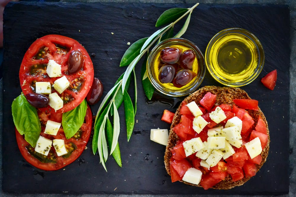 The best complete guide to eating out Italian on the keto diet. Contains the best low carb Italian food options like this caprese salad.